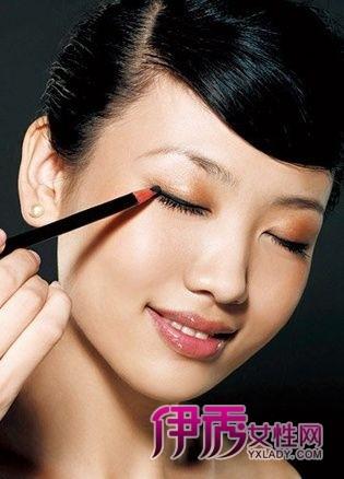产品一:眼线笔   1、画下眼线表现最出色
