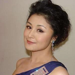 流行发型 8款40岁到50岁女人的优雅发型 流行发型 中年女性时尚发型图片