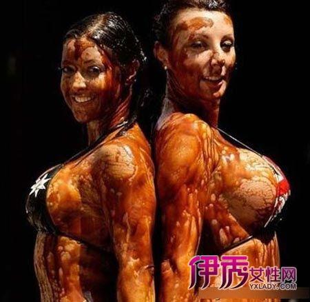 最另类的性感美女巧克力摔跤赛